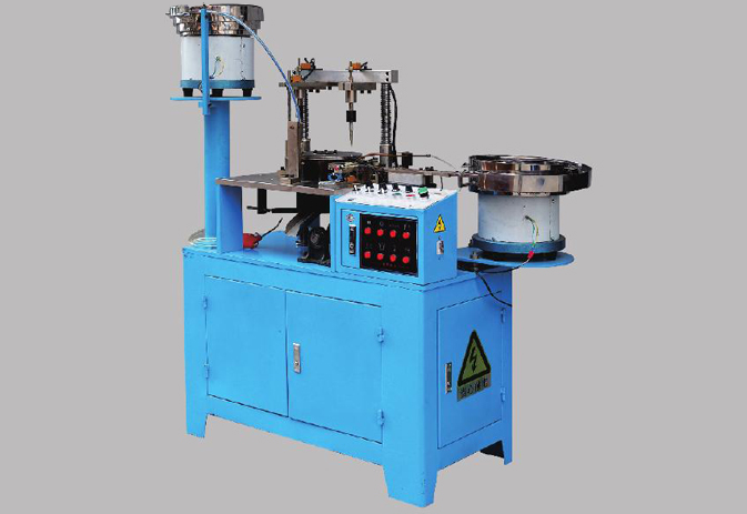 Automatic terminal lugs asseble machines